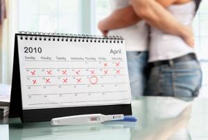 Влюбленная пара и календарь